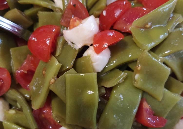 Insalata estiva taccole pomodorini e mozzarella