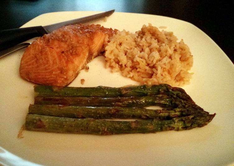 Steamed Salmon with Garlic Rice