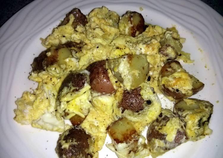 Fast & cheesy breakfast scramble