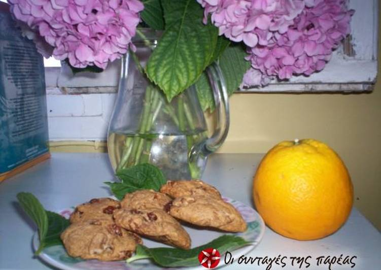 Wholemeal biscuits with raisins, walnuts and honey