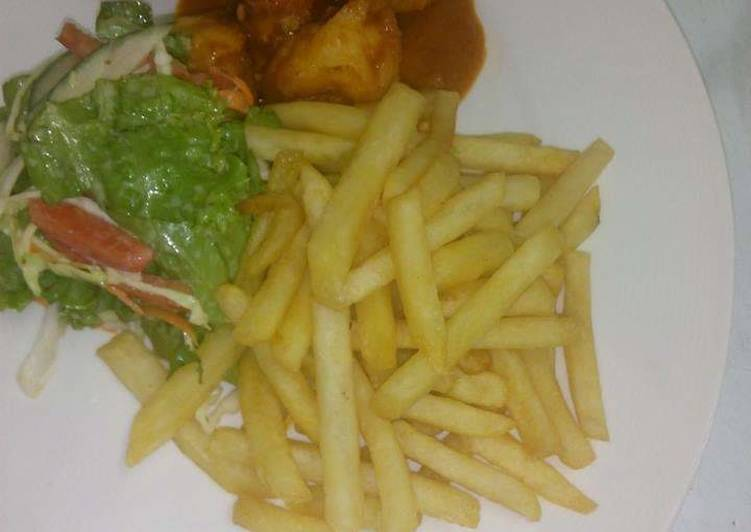 Jumbo prawns in tomatoes sauce with chips