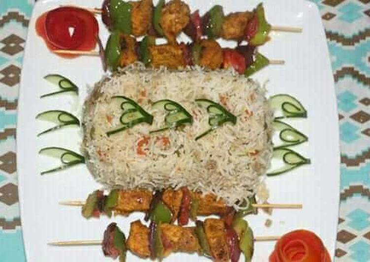 Recipe of Homemade Egg fried rice with chicken shahlik sticks