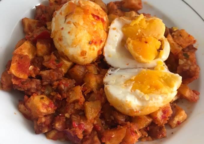 Balado Telur, Kentang, dan Tempe