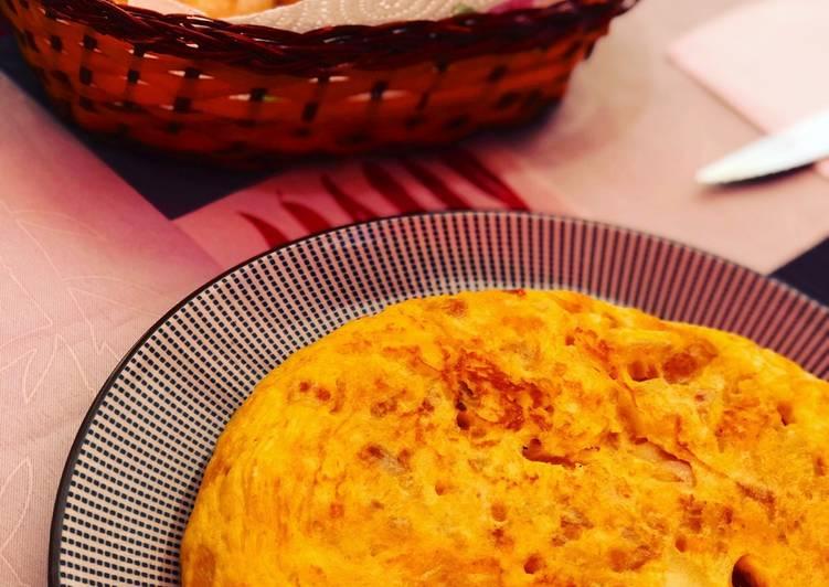 Tortilla de patatas con cebolla y ajo confitado 😊