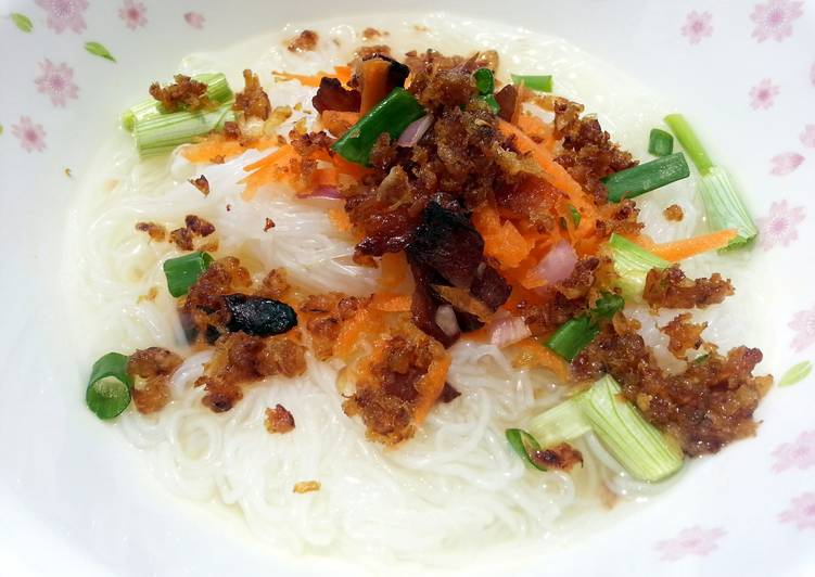 How to Prepare Yummy Cellophane (Tang Hoon) Noodle Soup Top Pan Fried Dried Shrimp And Chinese Sausage