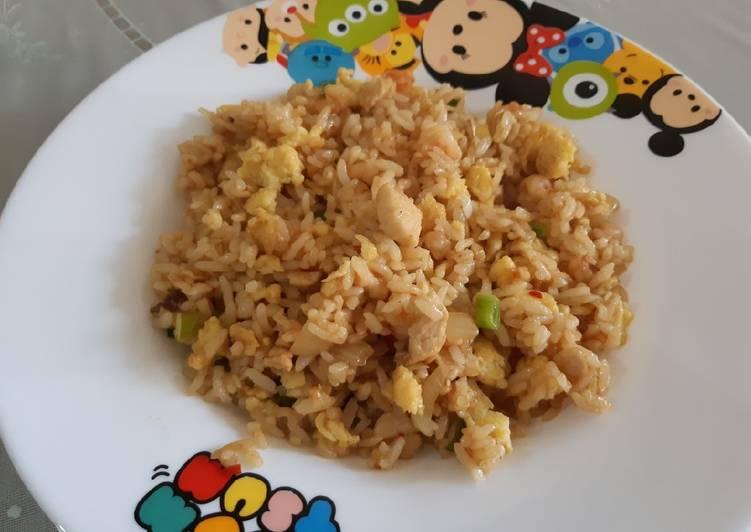 Nasi goreng ayam udang