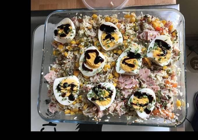 Salade riz jambon petits pois maïs carottes et œufs durs