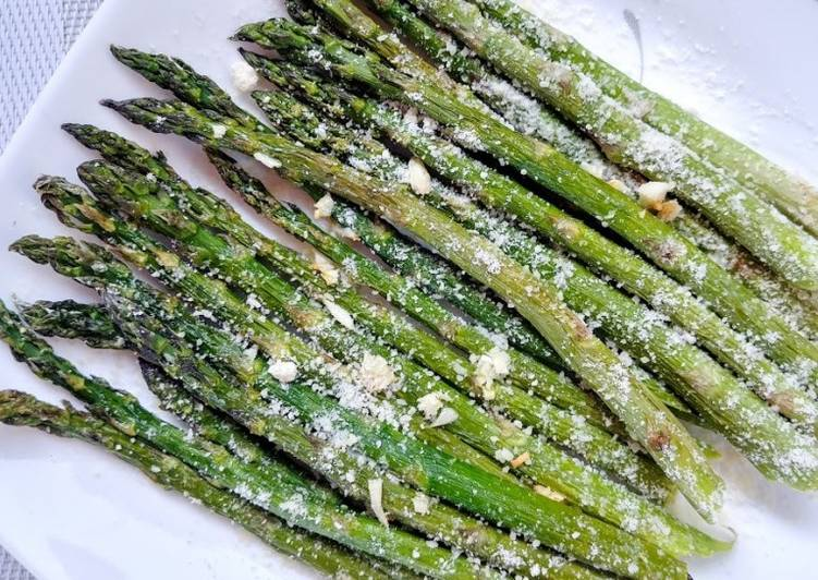 Recipe: Delicious Garlic Parmesan Asparagus