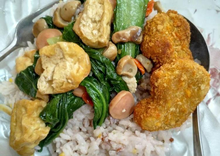 Nasi Kongbap + Cah Pokcoy Jamur + Chicken Nugget