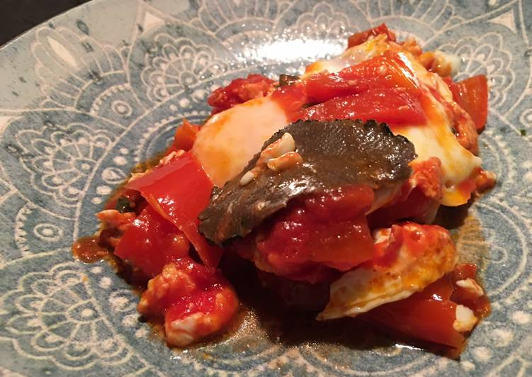 Uova pomodoro e peperoni con tartufo estivo