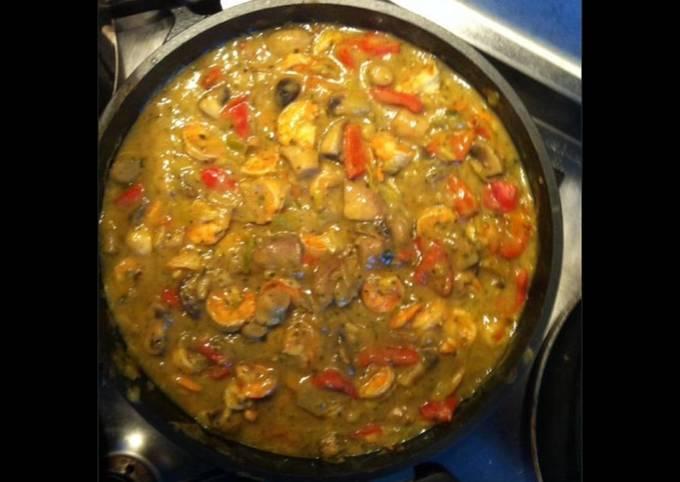 Gambas aux poivrons rouges oignons champignons et curry