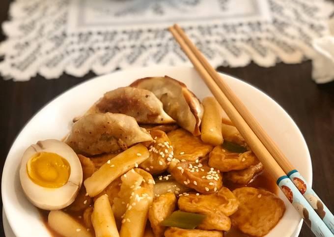 Tteok-bokki or Korean stir-fried rice cake (Non Keto)
