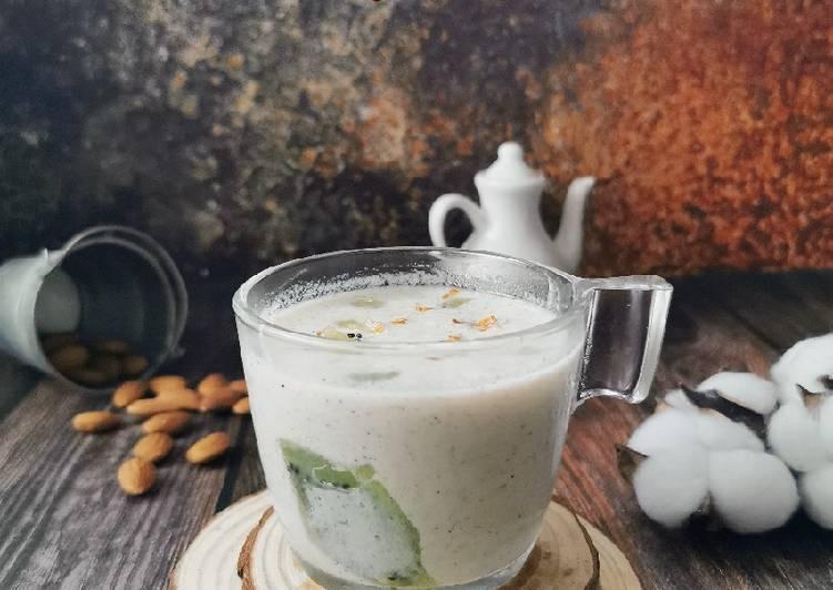 Kiwi Lassi with almond - resepipouler.com