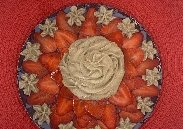 La Meilleur Recette De Carpaccio de fraises et sa chantilly au thé matcha