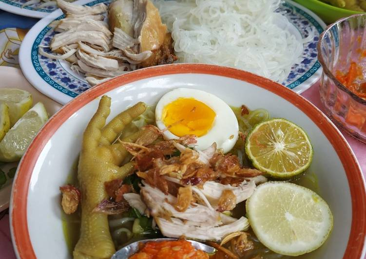 Soto Ayam Ceker Kuah Kuning