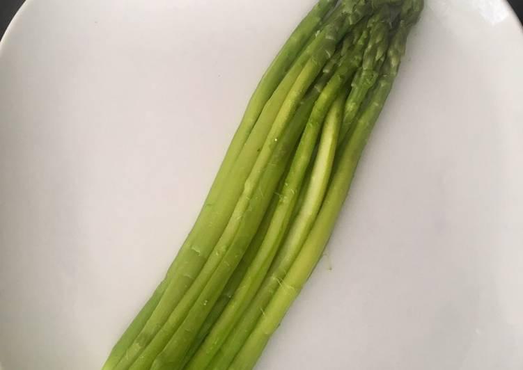 Cuire à l'anglaise : les asperges vertes