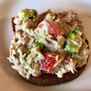 Sándwich de atún, tomate, palta, light! Fácil para el verano!