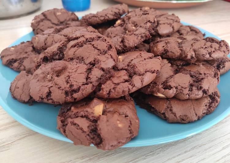 Cookies tout chocolat, pépites de cacahuètes