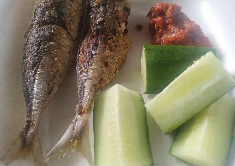 Ikan dencis goreng cocolan sambel sweet andalan