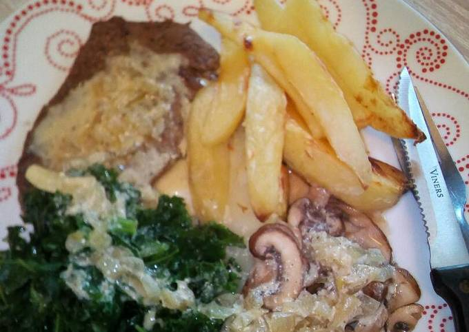 Light fried steak with peppercorn sauce kale, mushrooms and chip