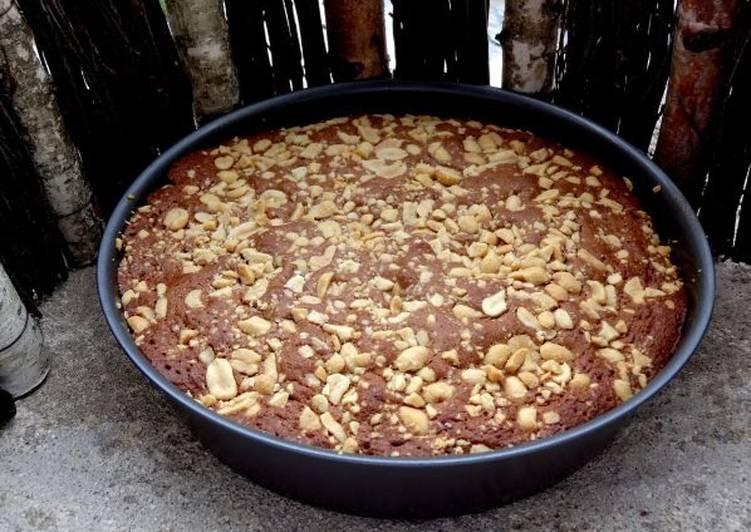 La Délicieuse Recette du Gâteau chocolat au lait et cacahouètes grillées, salées