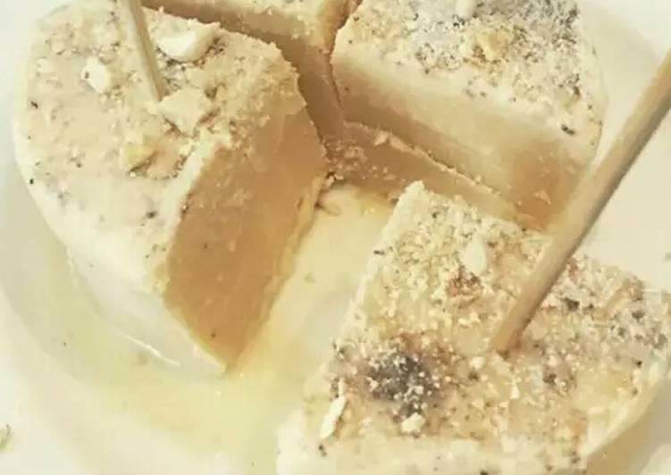 Cashews and cinnamon icecream