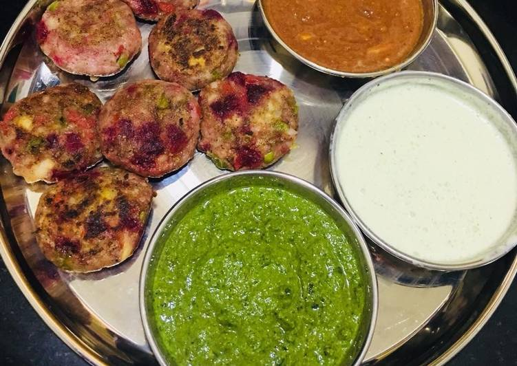 Vegetables kabab with green chutney, mint curd and garlic chutney