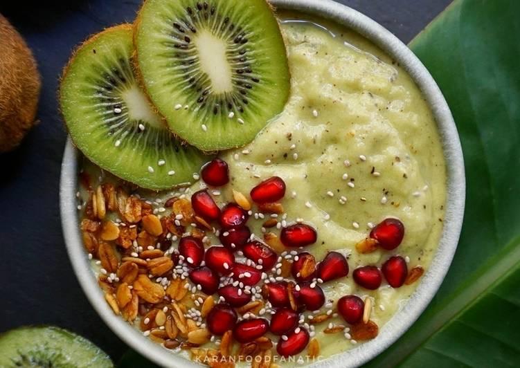 Kiwi Smoothie Bowl
