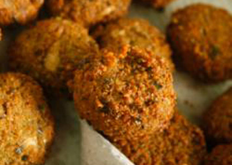 Fava beans and chickpeas fried balls - falafel