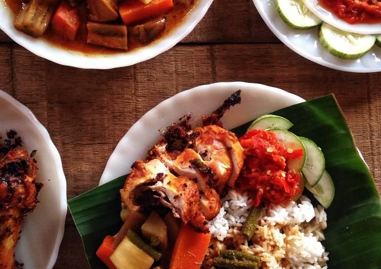 Set Nasi Kukus dengan Ayam Goreng Berempah - velavinkabakery.com