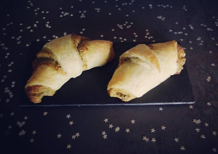 La Délicieuse Recette du Croissants apéritifs au jambon fumé, chèvre et pesto