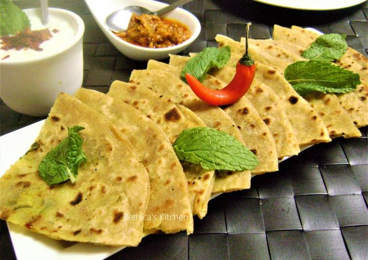 15 Minute Easiest Way to Make Special Pudina Aloo Paratha