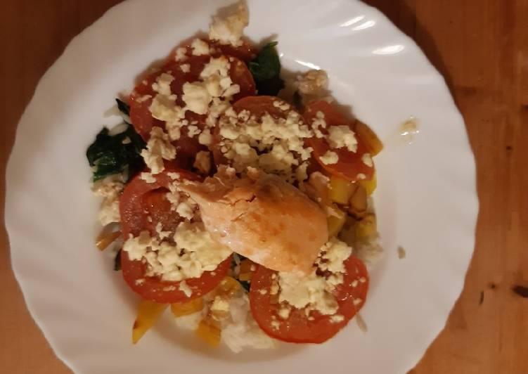 Lachsfilet auf Tomatenbett