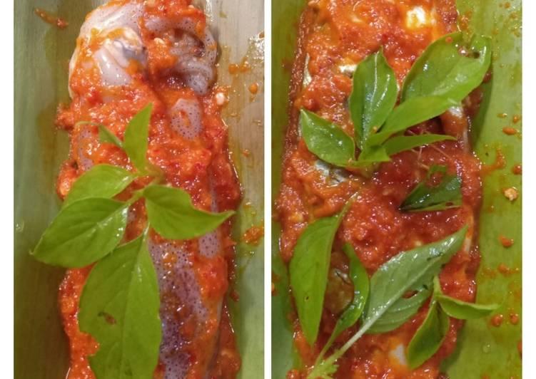 Pepes ikan kembung & cumi pedas