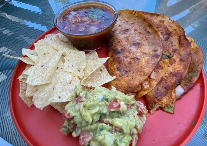 Vegan Birria Tacos With Consommé 𝓥 (𝙿𝚕𝚊𝚗𝚝 𝙱𝚊𝚜𝚎𝚍 𝙼𝚊𝚖𝚊𝚜🌿)