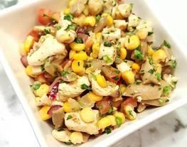 Ensalada de maíz y garbanzos con pollo