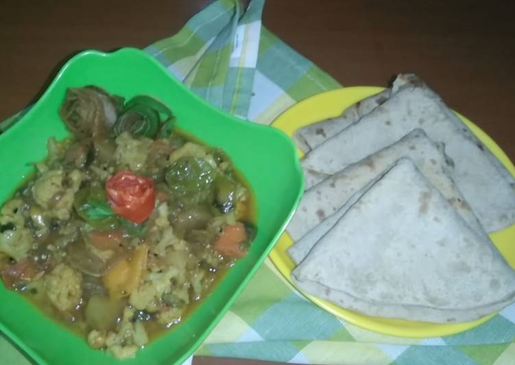 Mix vegetables with chapati.