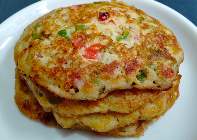 SPICY PUFFED RICE PANCAKES using Egg and Vegetables - EASY BREAKFAST RECIPE