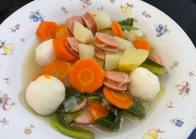 Sup Wortel Kentang with sausage and fishball