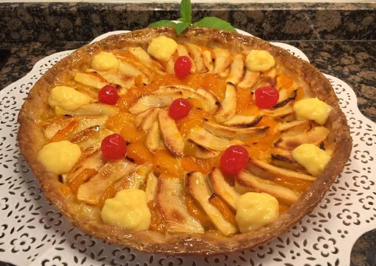 Tarta de hojaldre, con manzana, albaricoque y crema de natillas. Sin gluten, sin lactosa