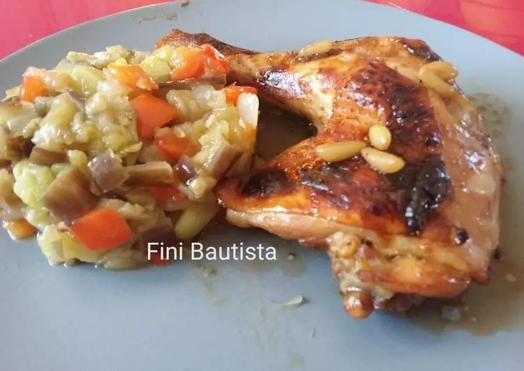 Receta rápida y fácil: Sabroso Pollo al horno con soja y miel y timbal de verduras varias