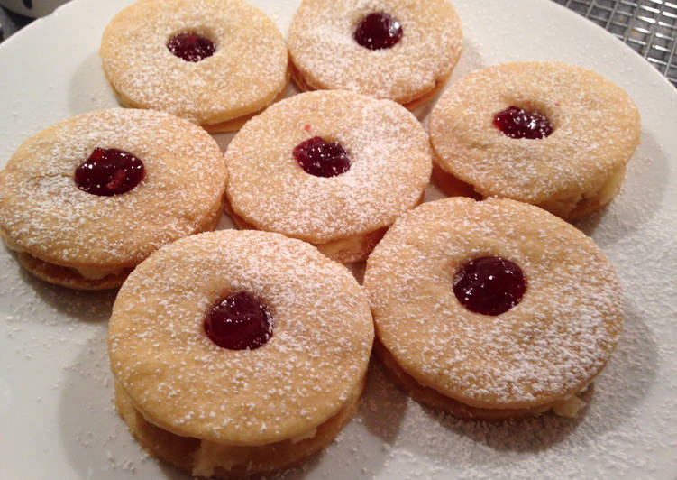Easiest Way to Prepare Perfect Almond Cream and Raspberry Shortbread Sandwiches (Jammie Dodgers)