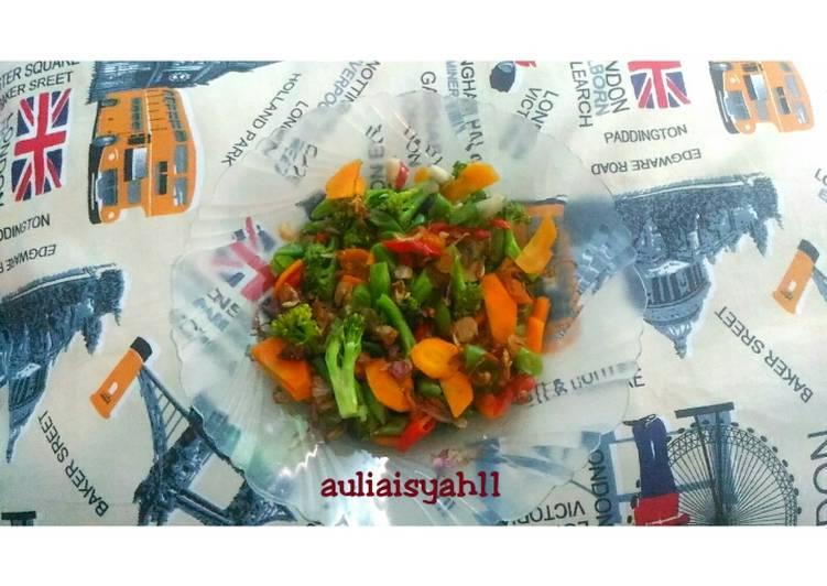 Tumis brokoli wortel sawi hijau