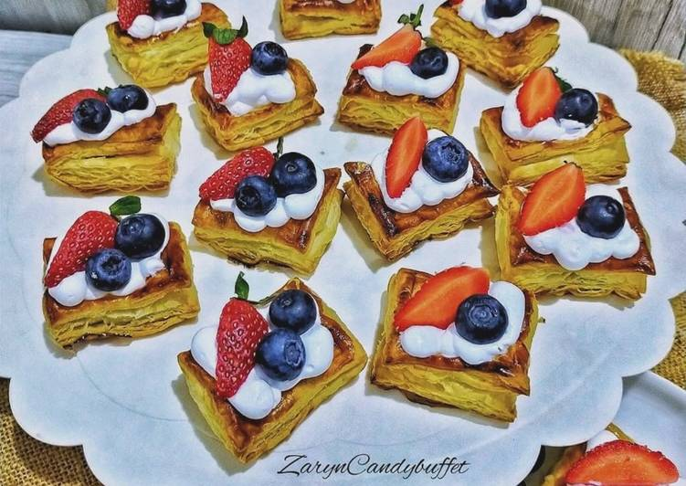 Petit Puff Fruits Pastry