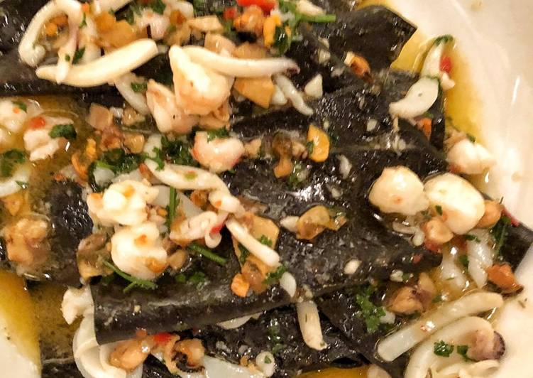 Black handkerchief pasta with cuttlefish, mussels, prawn and chilli