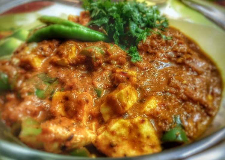 Recipe of Favorite Paneer-shimla mirch(Capsicum) Masala Curry!