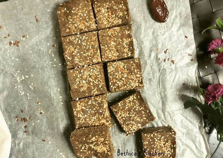 Oats Chia & Date Energy Bars