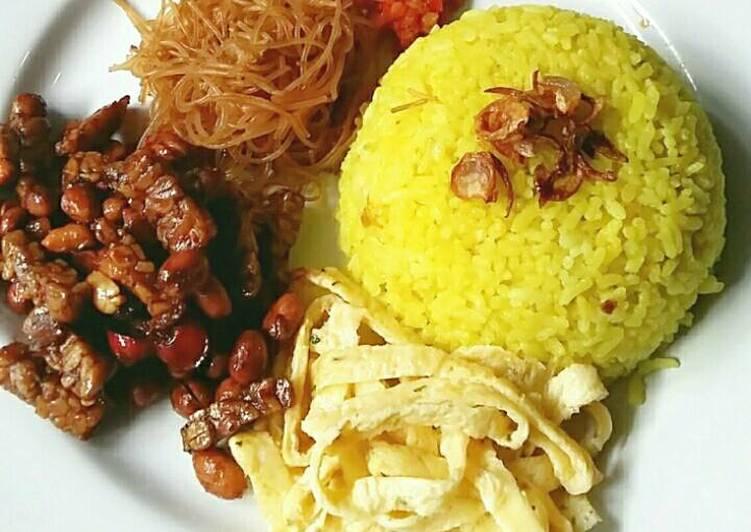 Resep Nasi Kuning Wangi dan Gurih ala Rieska oleh Mrs Rieska - Cookpad