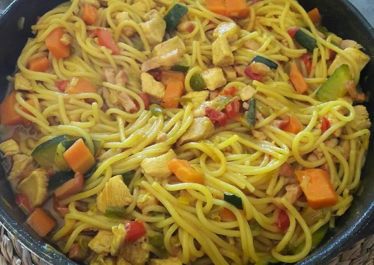 Espaguetis Con Verduras Y Pollo Especiado Receta De Cocina Con Nuri Azúcar Sal Cookpad