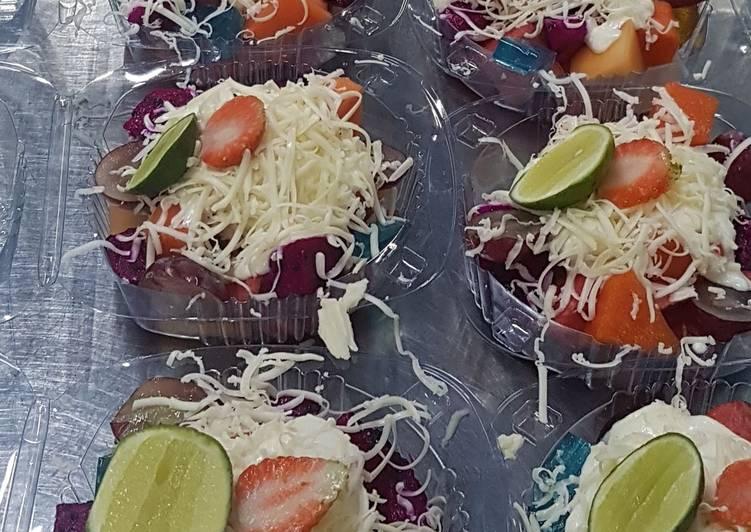 Salad buah.fresh fruit salad - cookandrecipe.com